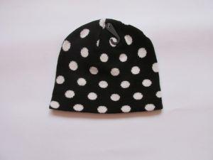 Zimní čepice puntík - černá