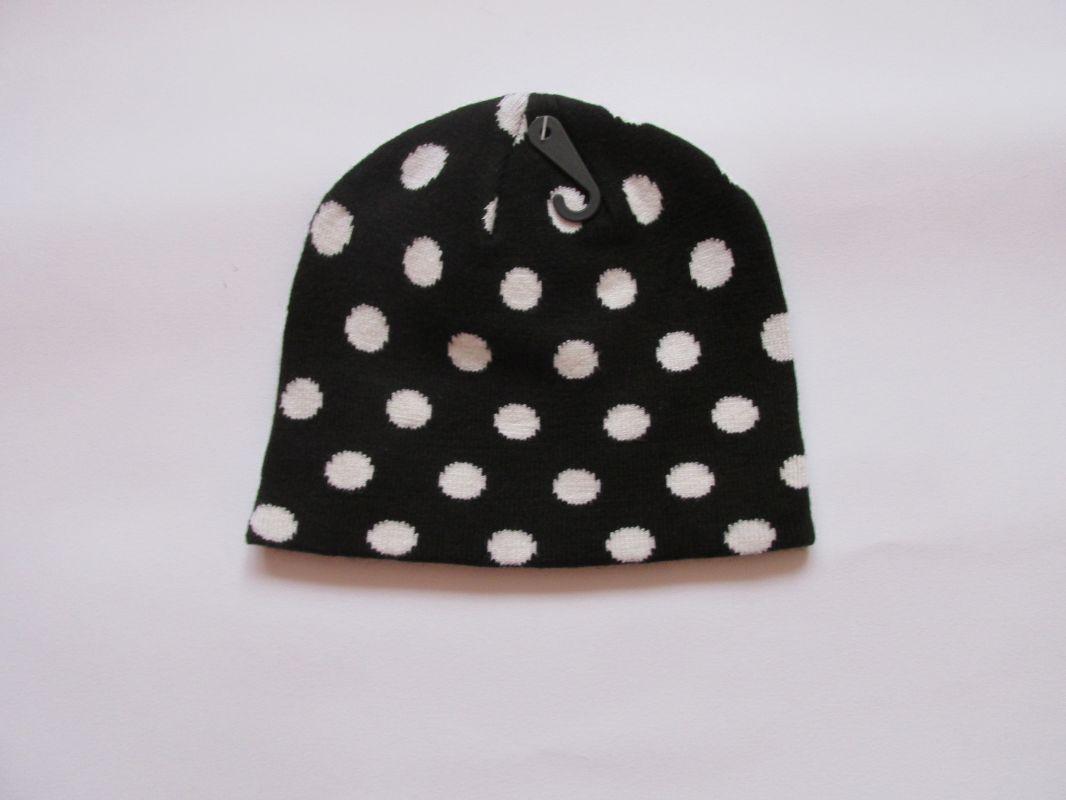 Zimní čepice puntík - černá ECHT