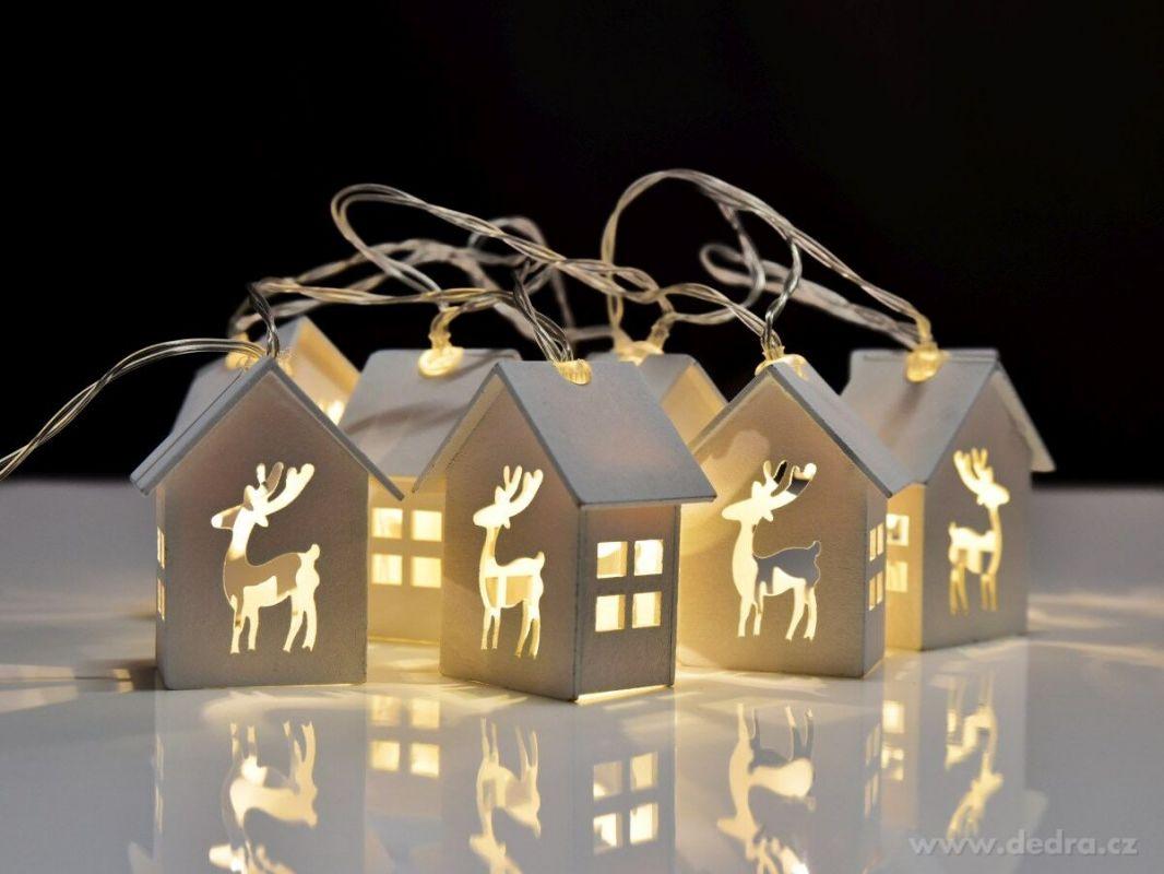 Vánoční dekorace - Led svítící řetěz - 10 vyřezávaných domečků Dedra